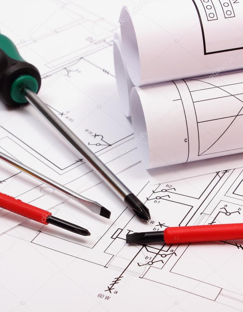 Rollen Von Diagrammen Und Anbaugeräte Auf Elektrische Konstruktion  Zeichnung Des Hauses U2014 Stockfoto