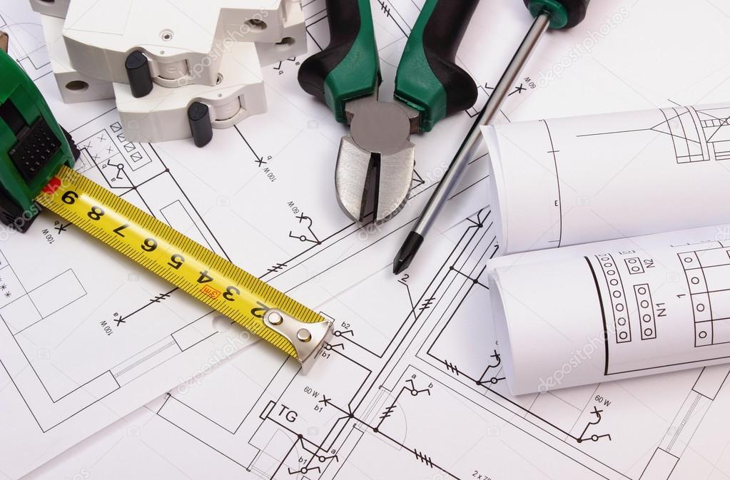 Zubehör Für Arbeit, Elektrische Sicherung Und Rollen Von Diagrammen Auf  Elektrische Anlagenzeichnung Haus, Arbeitsgerät Und Zeichnung Für  Ingenieur Jobs, ...
