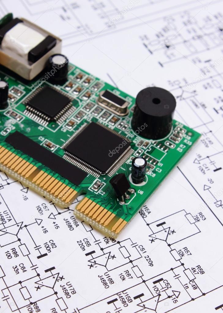 Leiterplatte liegen auf Diagramm der Elektronik, Technologie ...