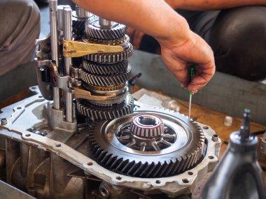 operator repaire gear box