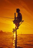 Rybáři na pobřeží Weligamy