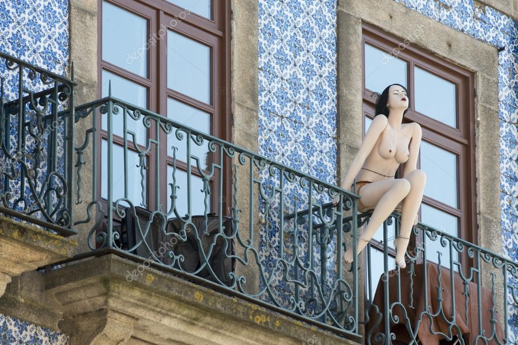 Nackte Frauen Auf Dem Balkon