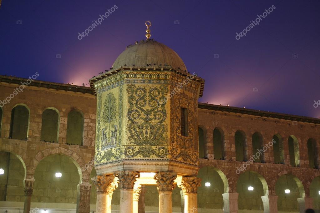 Umayyad Mosque in city Damaskus — Stock Photo © urf #94014214