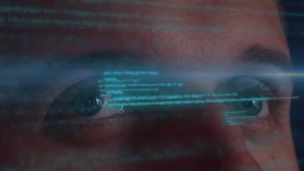 Mužské vývojář pracující s rozhraním futuristické Hologram. Technologie budoucnosti