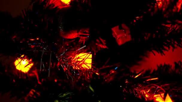 Vánoční dovolená blikající pozadí s ozdobený stromeček