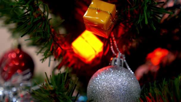 Vánoční ozdoby a dekorace na vánoční stromeček.