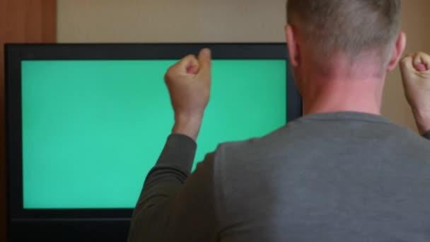 nadšený Formanovi zpět Prohlédni, sledování televize, set 1 - zelená obrazovka