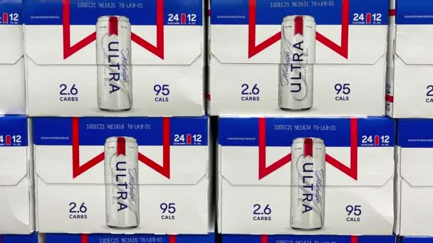 Orlando, FL USA - 8. února 2020: Panning up on cases of Michelob Ultra Beer at a Sams Club wholesale store in Orlando, Florida.