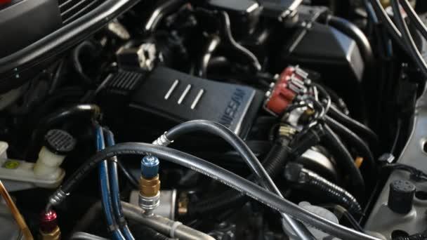 Ellenőrzése a garázsban egy autó-motor
