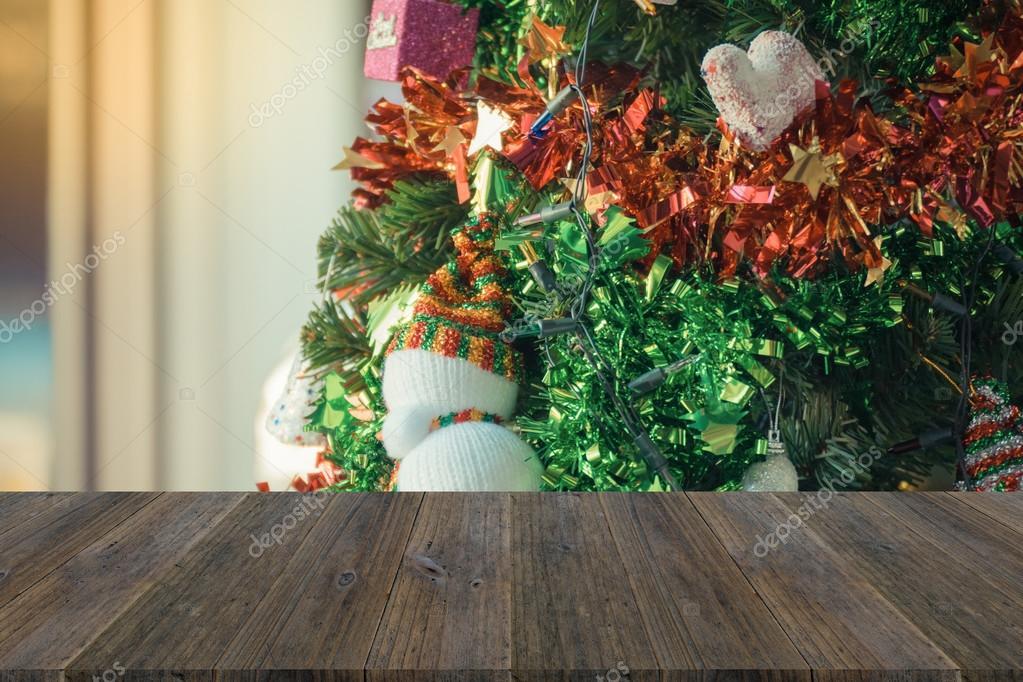 Terraza De Madera Y La Decoración Del árbol De Navidad