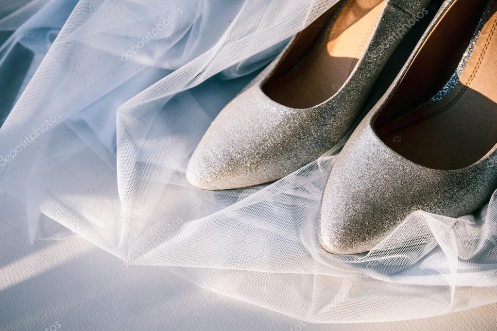 Schone Silberne Hochzeitsschuhe Stockfoto C Mikhail Kayl 104210464