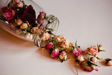 open the jar of dried roses
