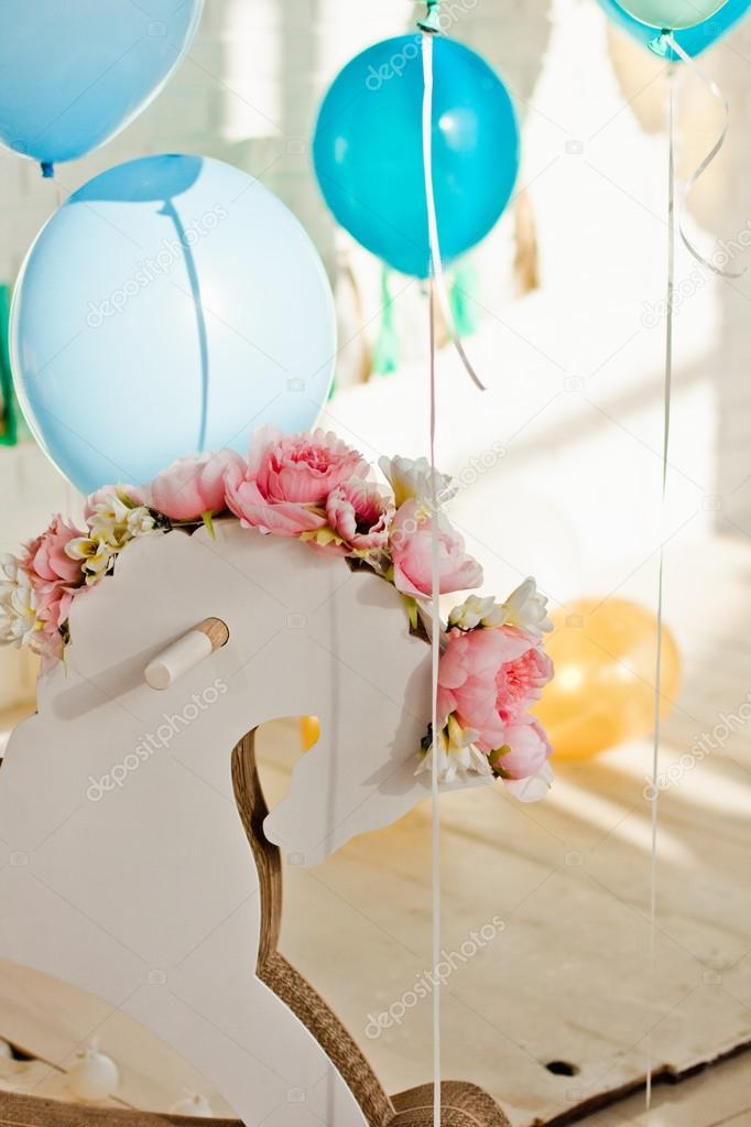 Beautiful Wedding Decorations With Balloons Flowers And A Wooden