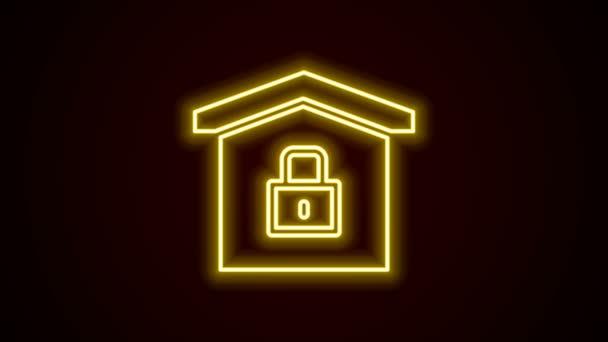 Zářící neonová čára Dům pod ochranou ikony izolované na černém pozadí. Domů a zamknout. Ochrana, bezpečnost, ochrana, obrana, obrana. Grafická animace pohybu videa 4K