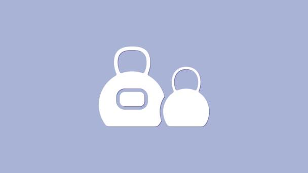 Fehér Kettlebell ikon elszigetelt lila háttér. Sportfelszerelés. 4K Videó mozgás grafikus animáció