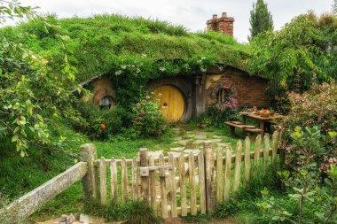 hobbit holes in hobbiton