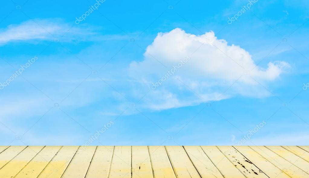 claro  c u00e9u azul e piso de madeira  plano de fundo  u2014 stock