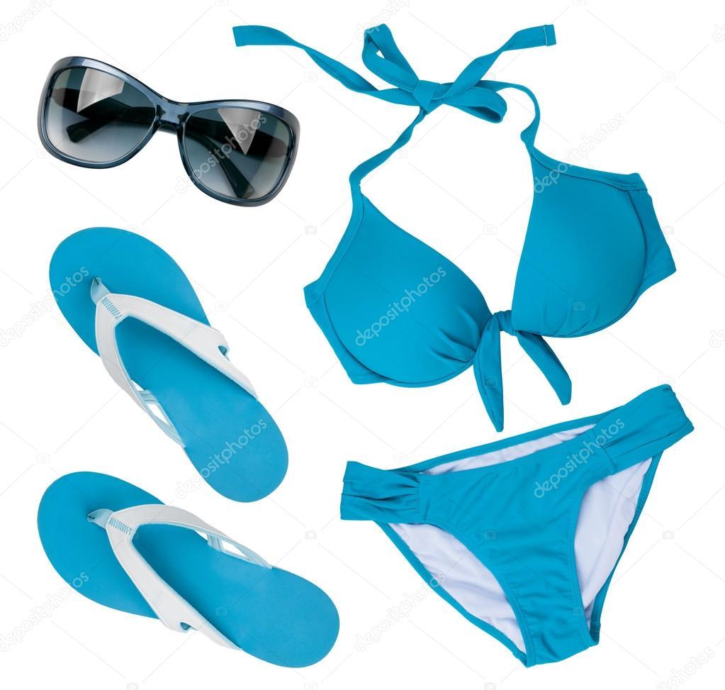 002258f2037 Μπλε μαγιό, τα γυαλιά ηλίου και σαγιονάρες που απομονώνονται σε ...