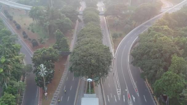 Jakarta, Indonésie - 26. května 2019: Výměna Semanggi (Simpang Susun Semanggi v indonéském jazyce) je známým mezníkem v Jakartě. Pohled Dolly a Sklopit.