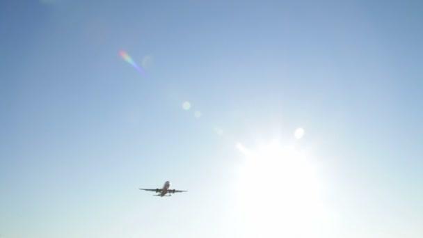 sugárhajtású repülőgép leszállás közeledik