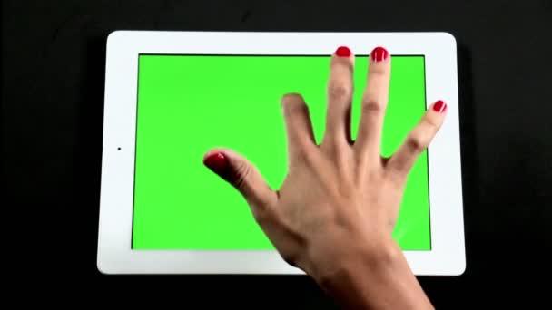 Tablet počítač dotykové obrazovky prst gesta na zelené