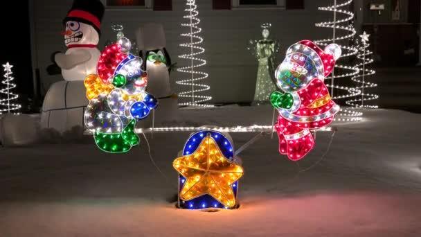 Viz viděl vánoční osvětlená, stěhování dekorace