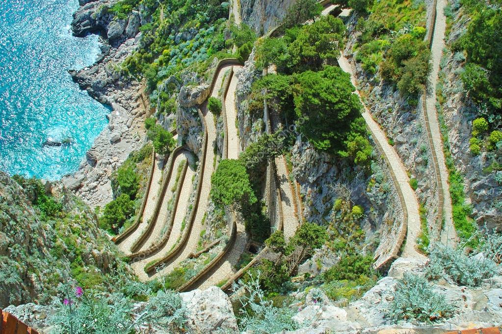 68375a0c68c Slavný vlásenka cesta k moři na ostrově capri v Itálii vybudovaný rodem  krupps — Fotografie od Quasarphotos