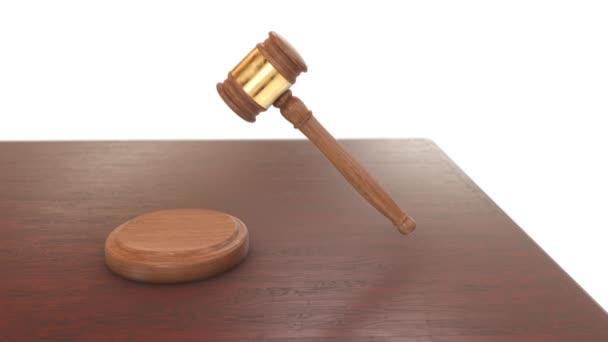 soudce kladívkem a blok