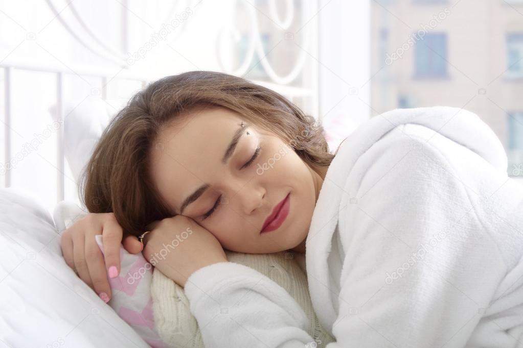 Фото спит в халате фото 276-134