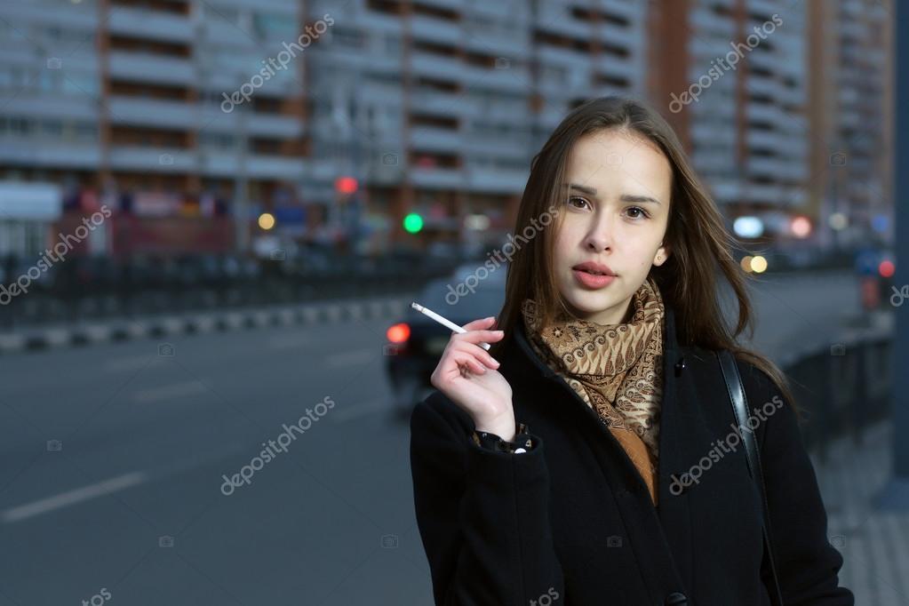 Красивая девушка курит, порно фото группового секса частные присланные