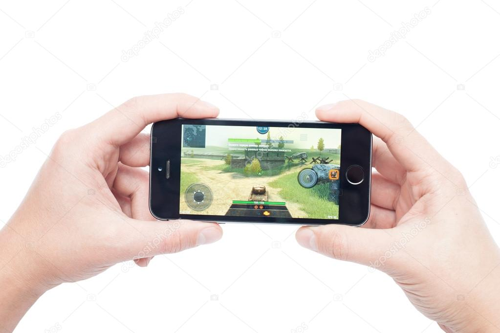 IPhone 5s with World of Tanks Blitz app