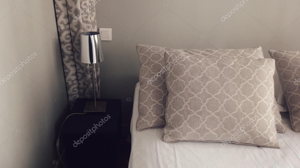 Slaapkamer decoratie in zachte kleuren — Stockfoto © Fani014 #77881878