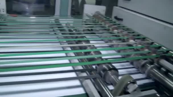 The machine for the preparation of the paper before cutting 2