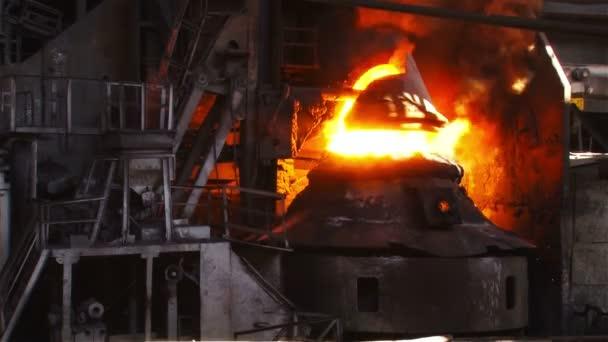 Feuer während der Säuberung von Eisen mit Sauerstoff