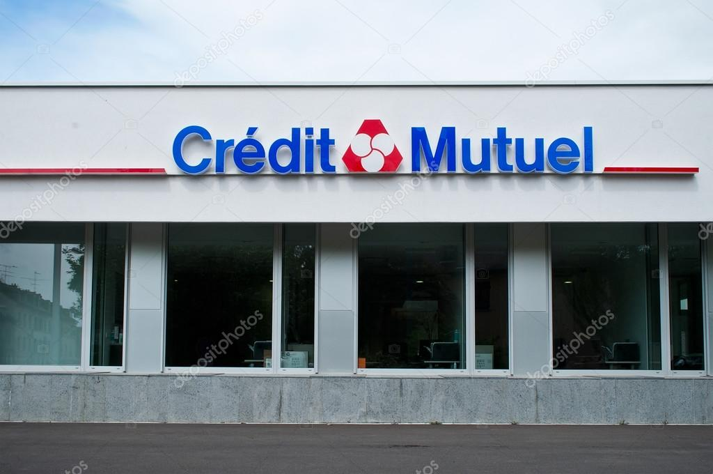 Credit Mutuel French Bank Signage стоковое редакционное