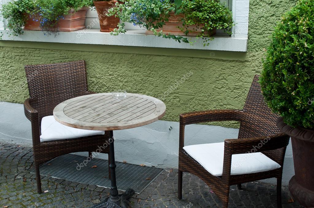 Terrasse Des Restaurants Mit Zierpflanzen Stockfoto C Neydtstock