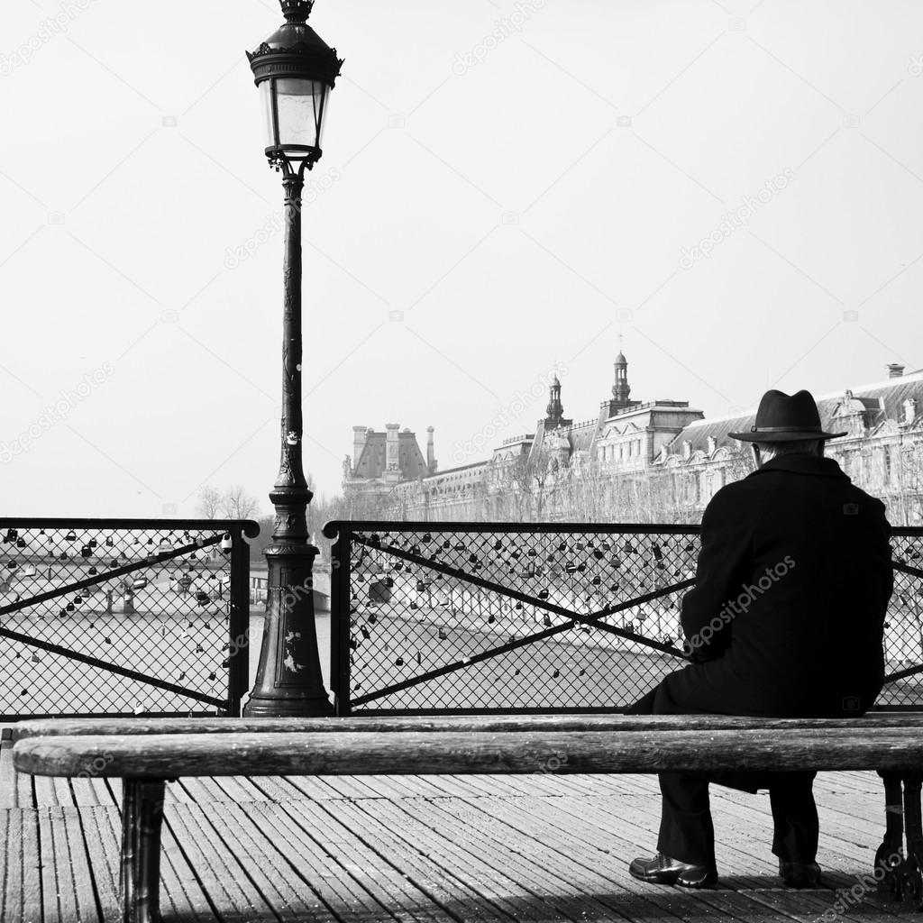 old man at the bridge a Old man on a bridge by ernest hemingway answering questions with a quote open book quiz/test this is a complex activity which challenges students to not only answers the question, but to also support their answers with at least one quote or.