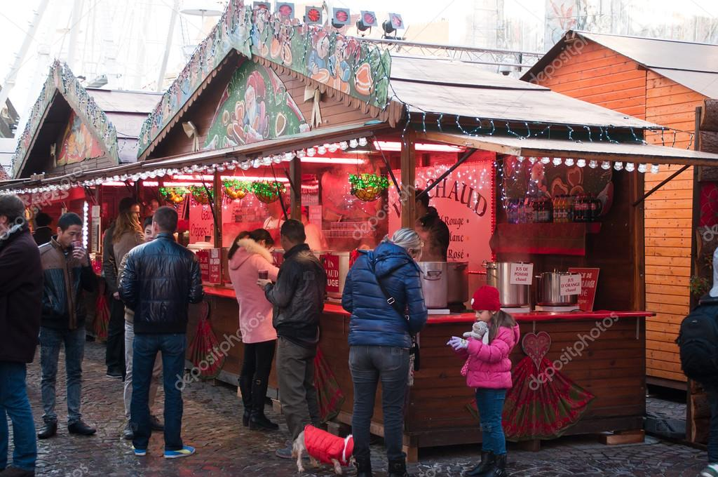 Mulhouse - Frankreich - 22. November 2015 - warme Getränke auf dem ...