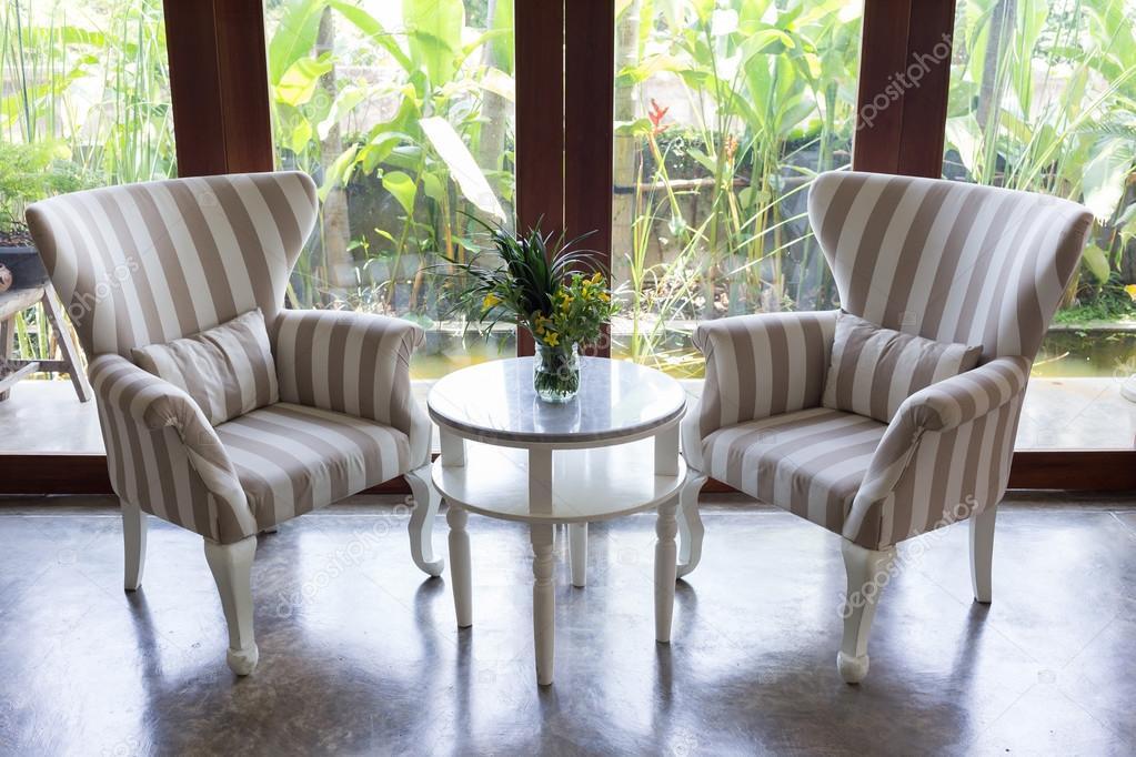 progettazione di interno soggiorno con divano mobili con specchio ...