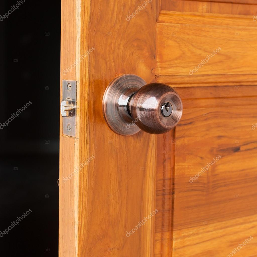 Door knob and keyhole on wooden door \u2014 Stock Photo & door knob and keyhole on wooden door \u2014 Stock Photo © Sutichak #107442348
