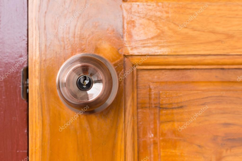 Door knob and keyhole on wooden door \u2014 Stock Photo & door knob and keyhole on wooden door \u2014 Stock Photo © Sutichak #109686154