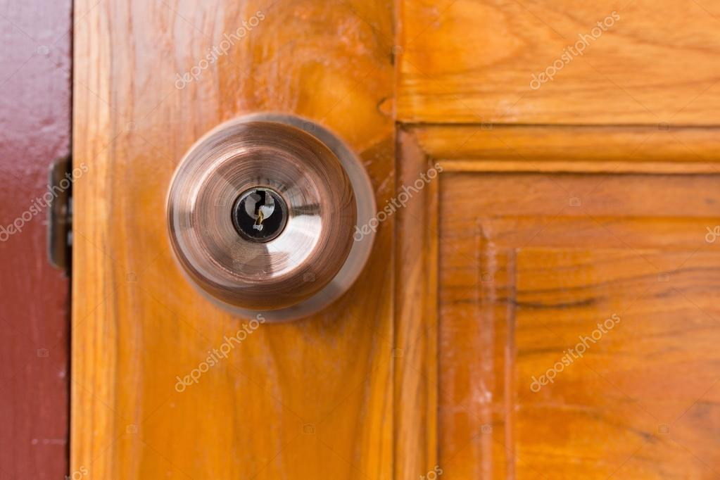 Door knob and keyhole on wooden door \u2014 Stock Photo & door knob and keyhole on wooden door \u2014 Stock Photo © Sutichak ...