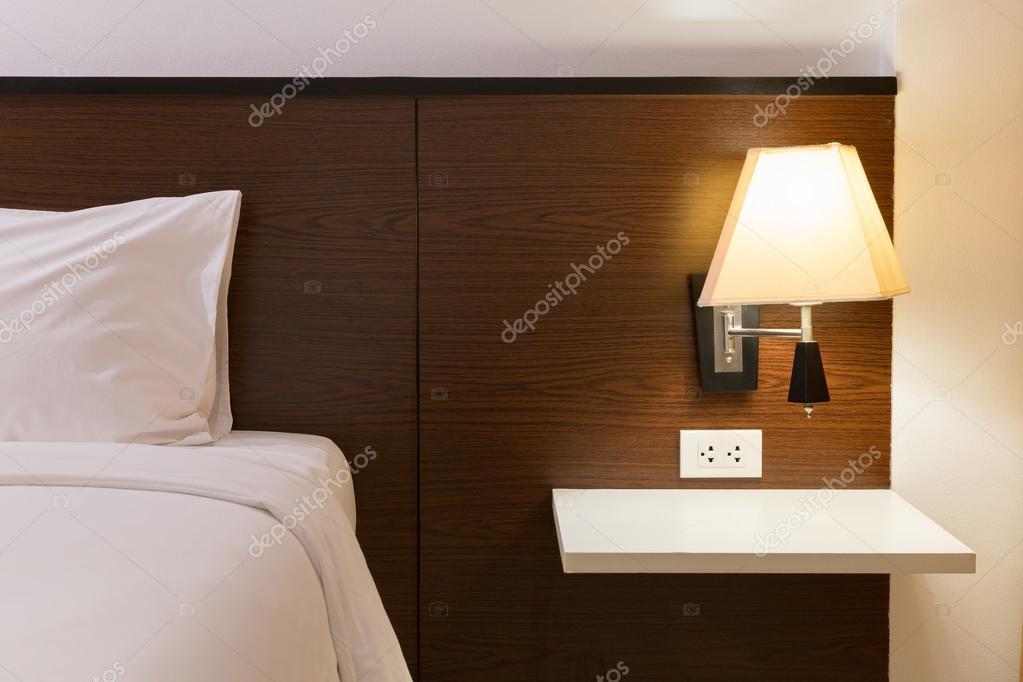 Slaapkamer Lamp Design : Interieur design slaapkamer met bed en lamp decoratie u2014 stockfoto
