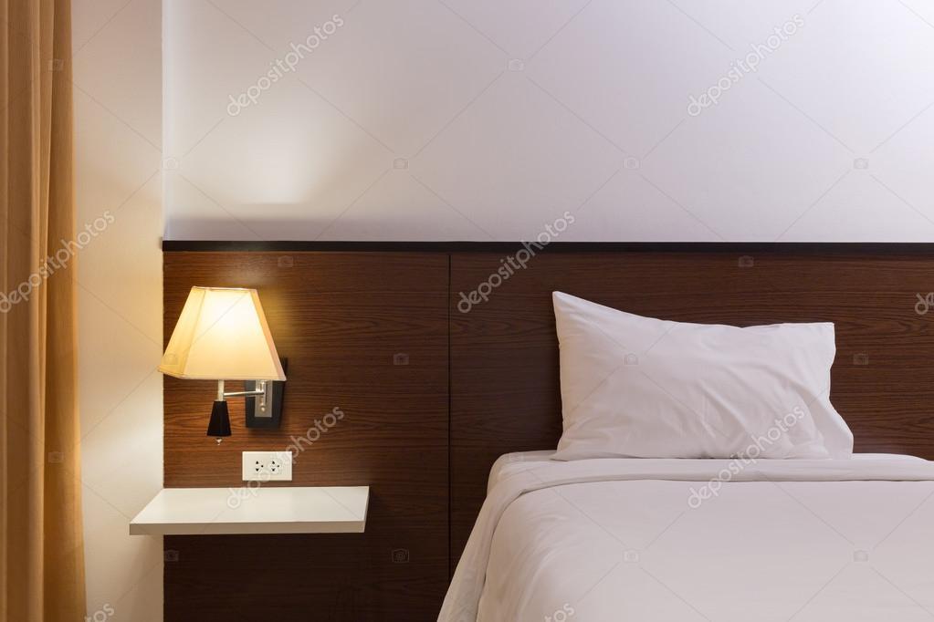 Interieur design slaapkamer met bed en lamp decoratie u stockfoto