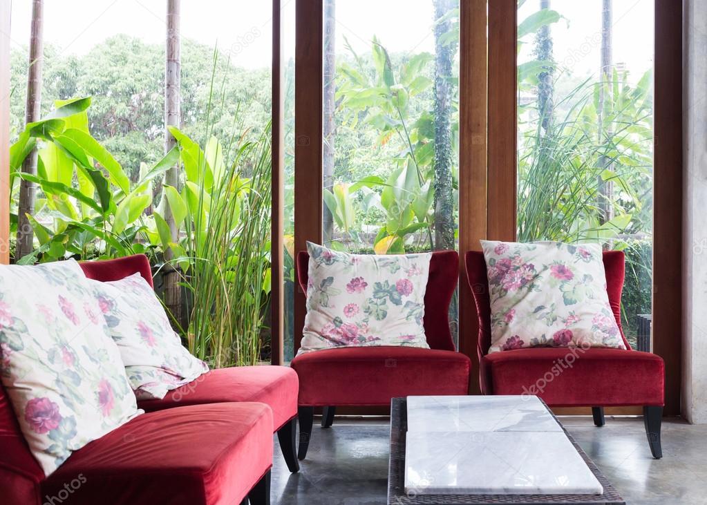Design Der Innenausstattung Wohnzimmer Modernen Stil Mit Roten Sofa Möbel  In Den Grünen Garten U2014 Foto Von Sutichak