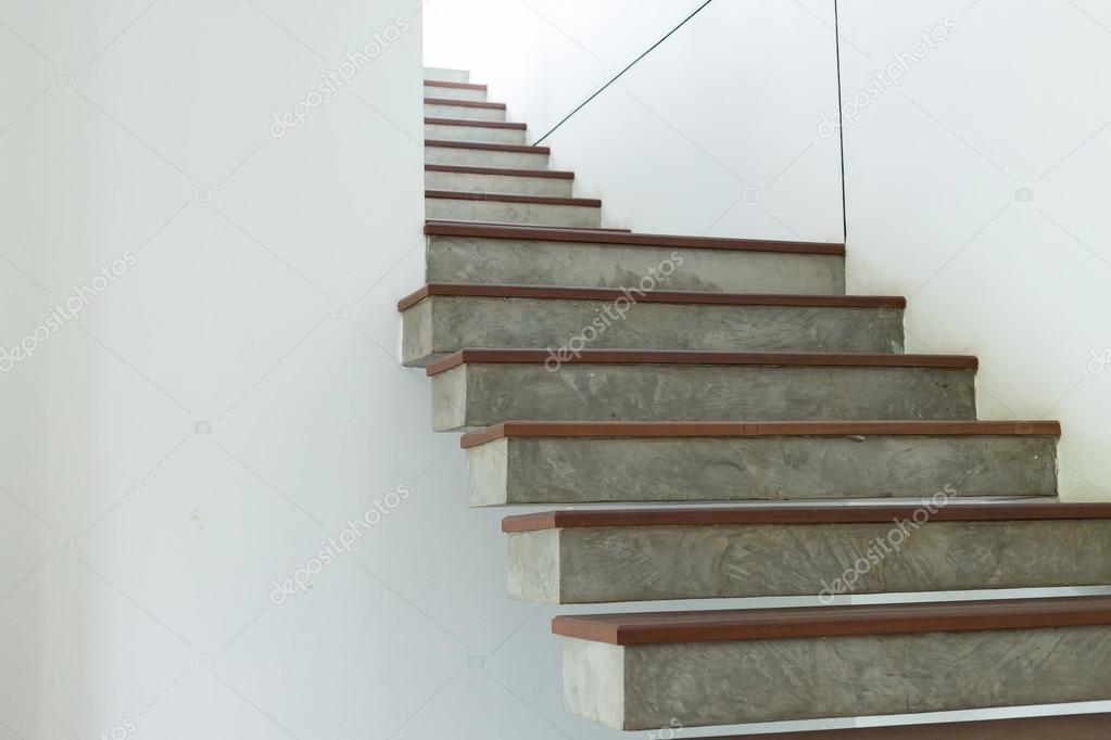 Escalera de cemento y madera en la pared de mortero blanco - Cemento blanco precio ...