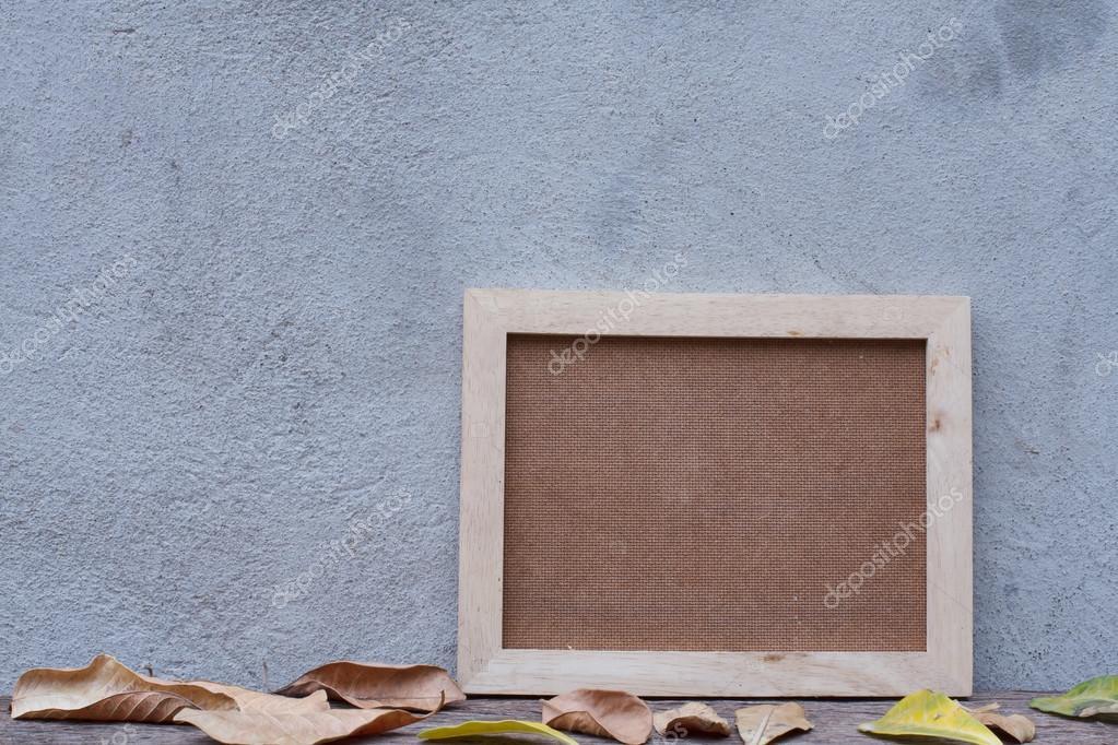 Marco de madera en tabla de madera en blanco — Foto de stock ...