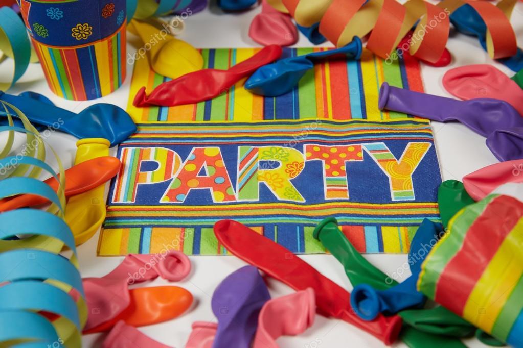Fondo De Fiesta Diseño Decoracion Confeti Arte Patrón: Colorido Carnaval O Fiesta Patrón De Globos Serpentinas