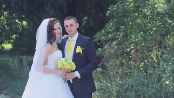 Novomanželé na focení. Svatba