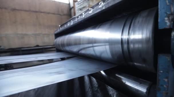 továrna na zpracování kovů zpomaluje